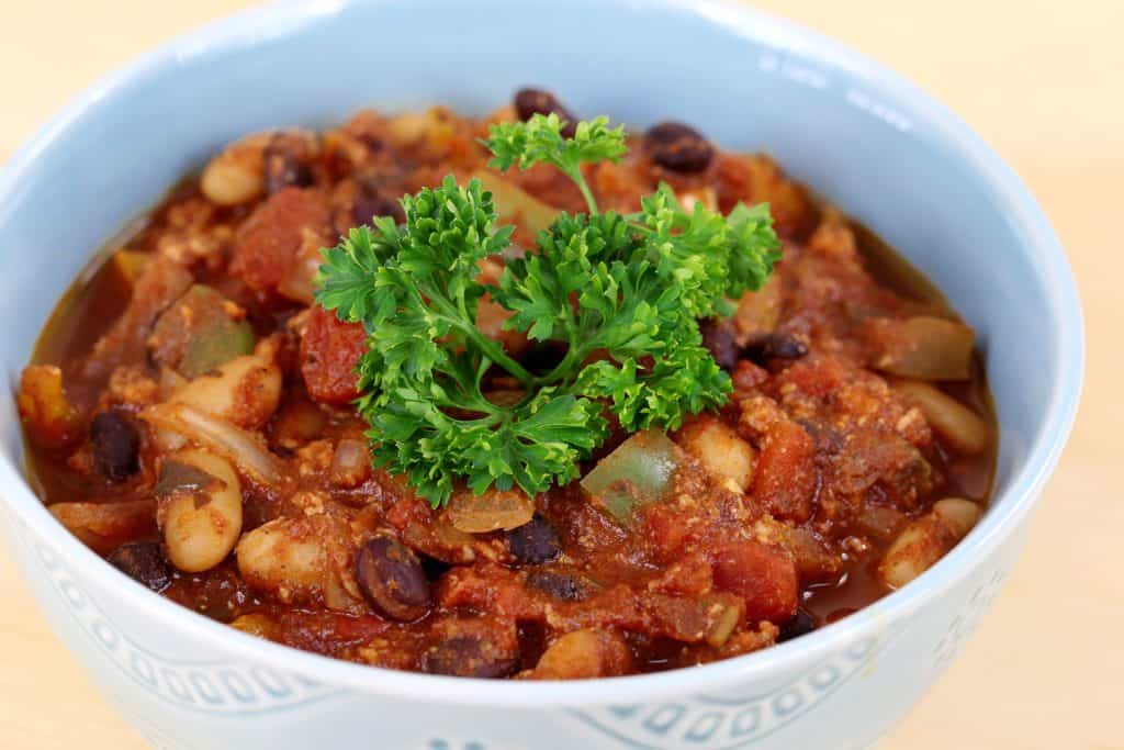 Slow Cooker Turkey Chili, crockpot turkey recipes, crockpot dinners, crockpot ideas, simple crock pot recipes, cheap crockpot meals