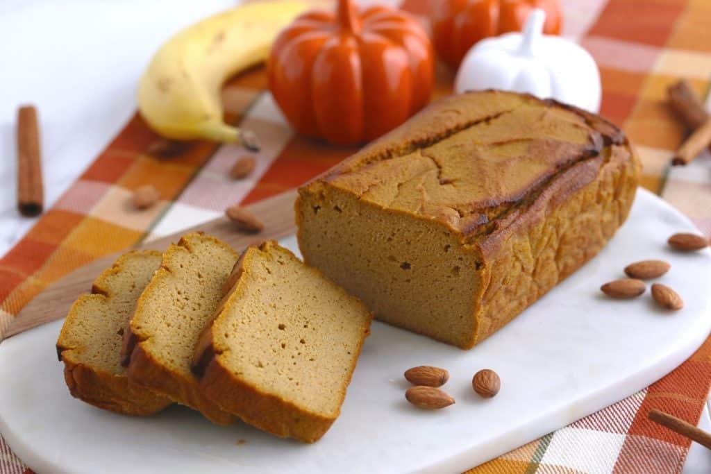 Vegetarian Meal Prep Recipes, low carb pumpkin bread, paleo pumpkin bread, easy vegetarian meal prep breakfast