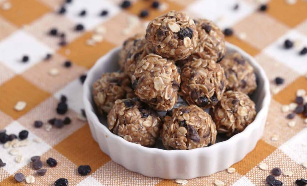 Vegetarian Meal Prep Recipes, oatmeal energy balls, vegan no bake energy balls, easy vegan snack ideas, no bake energy bites