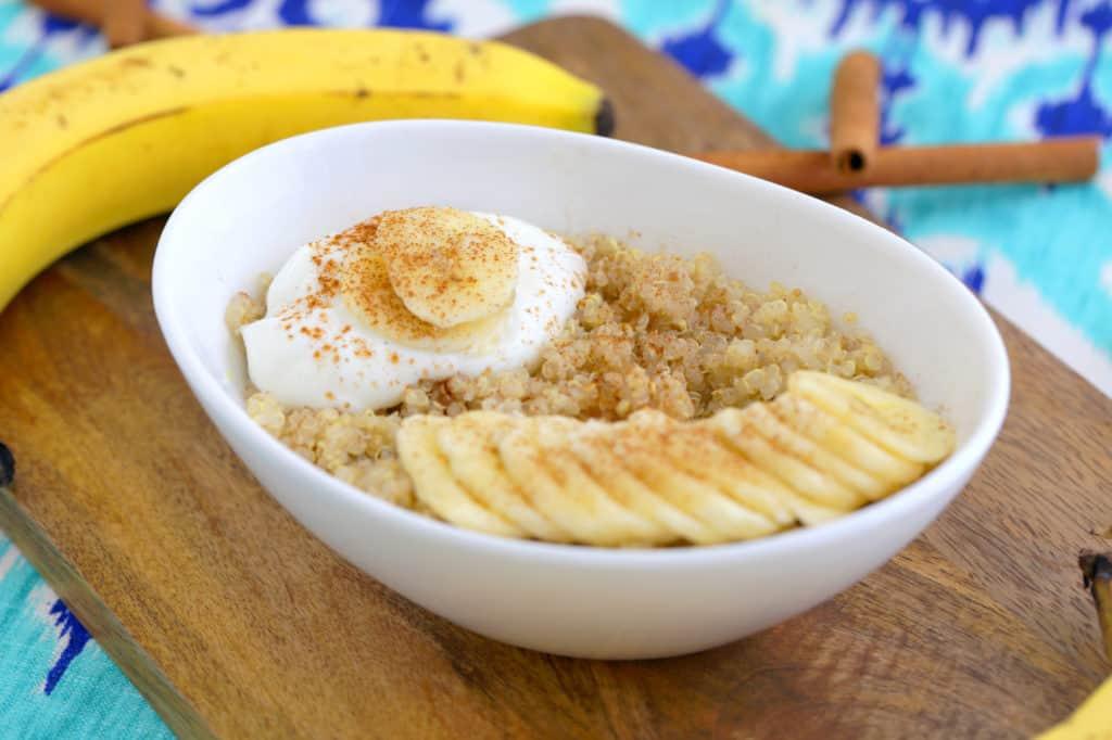 Vegan Quinoa Breakfast Bowl, quinoa breakfast recipes, quinoa oatmeal, quinoa breakfast porridge, how to cook quinoa in microwave, how to microwave quinoa, can you cook quinoa in the microwave, healthy microwave meals for college students