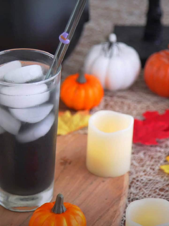 Activated Charcoal Lemonade Recipe, black lemonade, black Halloween punch, charcoal lemonade benefits, halloween drinks non alcoholic, halloween drinks for kids