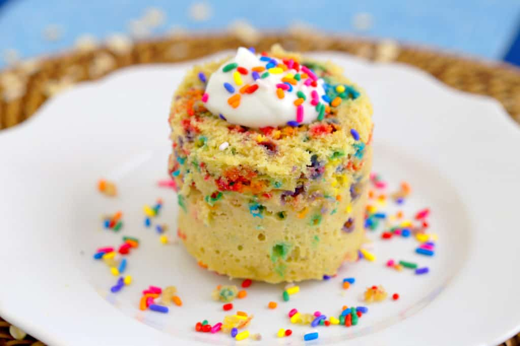 Healthy Funfetti Mug Cake Recipe, hoe to make a funfetti mug cake, gluten free funfetti mug cake, vanilla mug cake, microwave mug cake, how to make a mug cake