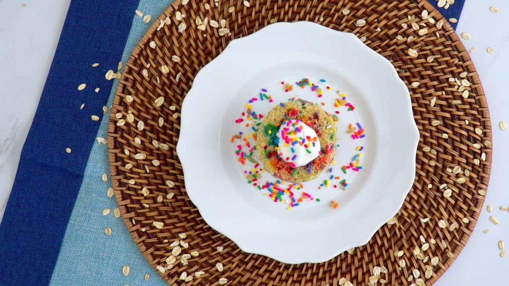Healthy Funfetti Mug Cake Recipe, hoe to make a funfetti mug cake, gluten free funfetti mug cake, vanilla mug cake, cake in a cup, how to make a mug cake