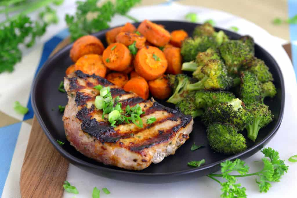 Boneless Grilled Pork Chops, how to grill pork chops, how long to grill pork chops, pan grilled pork chops, pork chop recipes, grilled pork chop recipes, how to make ranch pork chops