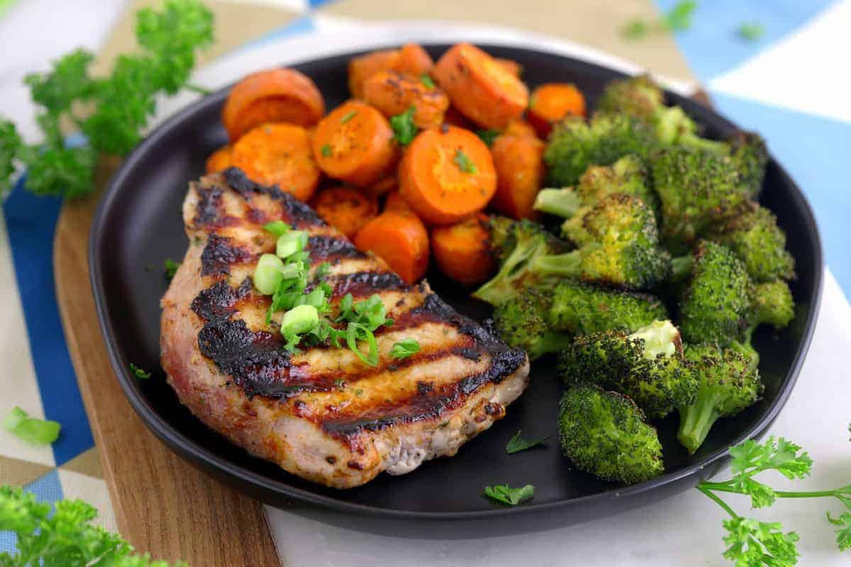 how to cook thick pork chops on the grill