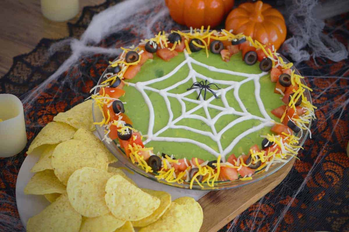Halloween 7 Layer Dip, Halloween spider 7 layer dip, 7 layer dip Halloween style, 7 layer Mexican dip Halloween, Halloween spider web 7 layer dip, Halloween taco dip, spider web taco dip, Halloween party dips