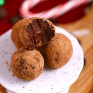 Easy Chocolate Truffles Recipe, how to make chocolate truffles, vegan truffles, paleo truffles, low carb truffles, 2 ingredient chocolate truffles