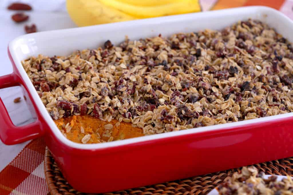 healthy sweet potato casserole with oatmeal topping, healthy thanksgiving side dishes, baked sweet potato casserole with pecans