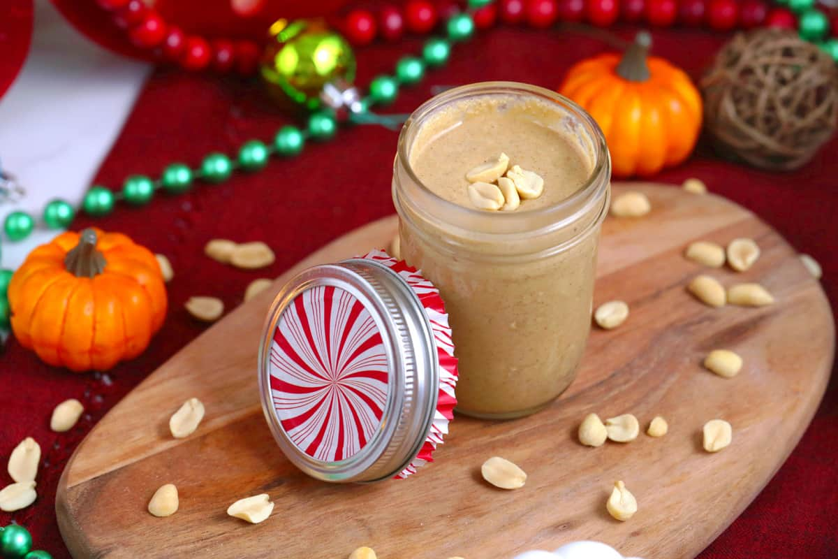 Pumpkin Spice Peanut Butter, homemade peanut butter, pumpkin peanut butter, how to make peanut butter, 2 ingredient peanut butter, easy homemade Christmas gifts