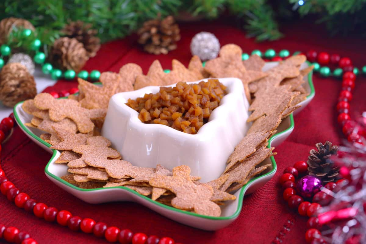 Apple pie salsa and cinnamon sugar tortillas, apple pie dip appetizer, healthy holiday treats, apple salsa with cinnamon chips