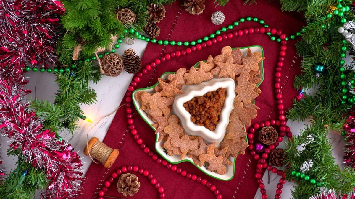 Apple pie salsa and cinnamon sugar tortillas, apple pie dip appetizer, healthy holiday treats, apple salsa with cinnamon chips