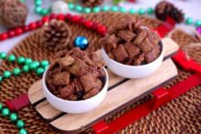 Puppy Chow Recipe, Muddy Buddies, how to make puppy chow, how to make muddy buddies, Christmas muddy buddies