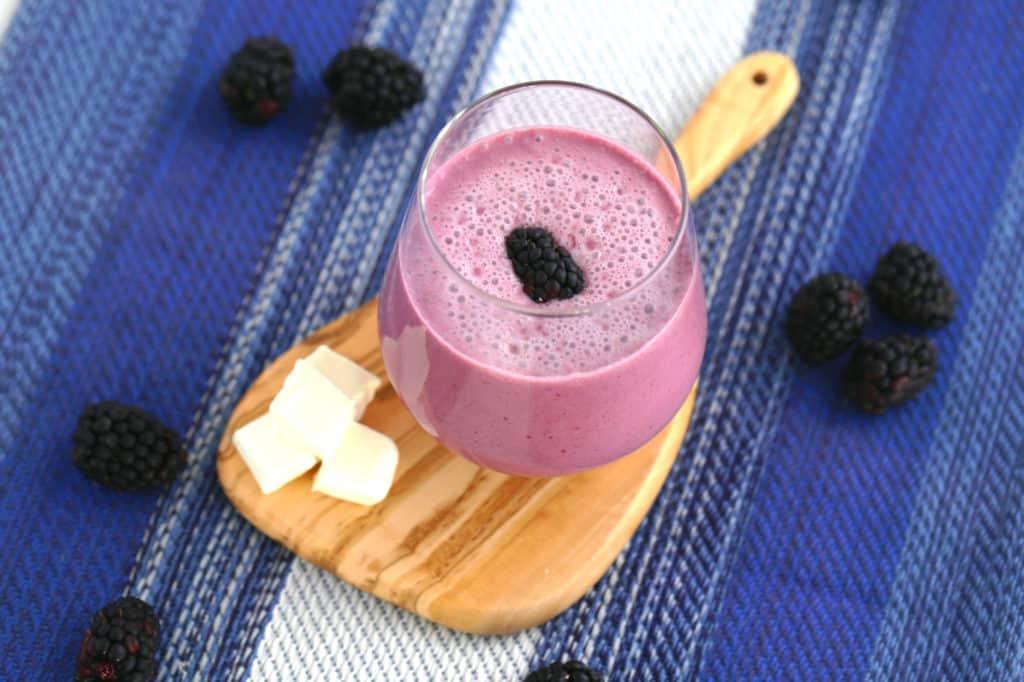 Blackberry Cheesecake Keto Smoothie, keto blackberry smoothie, keto cream cheese smoothie, coconut milk smoothie, low carb smoothie recipes, low carb breakfast shake, keto breakfast ideas
