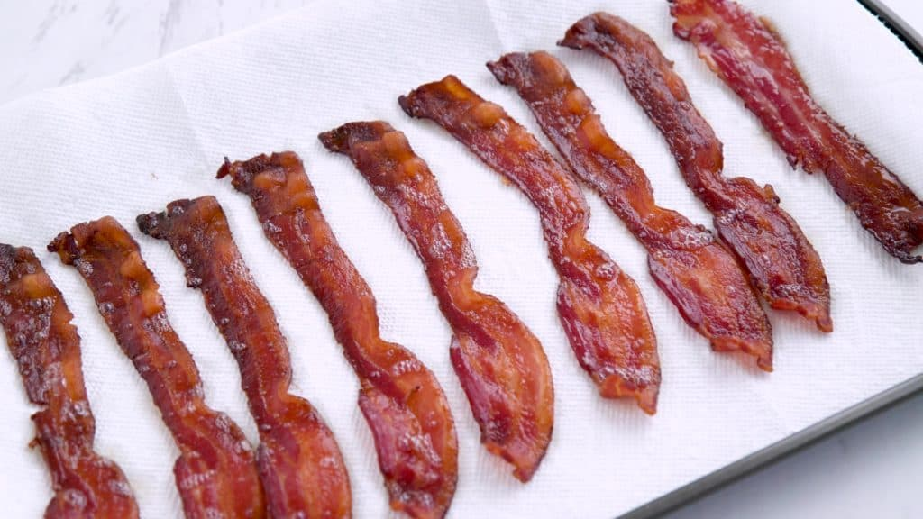 Baking bacon, how to make bacon in the oven, how do you cook bacon in the oven, how long can you freeze bacon, ketogenic breakfast, low carb meal prep