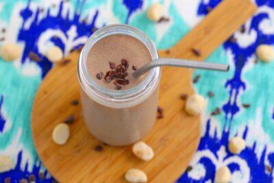 Keto Chocolate Smoothie, Low Carb Chocolate Macadamia Smoothie, low carb shakes, keto breakfast smoothie