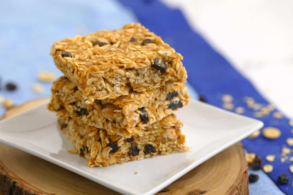 No Bake Peanut Butter Oatmeal Bars, healthy breakfast bar recipe, no bake granola bars, healthy oatmeal breakfast bars, healthy breakfast ideas, breakfast meal prep, quick breakfast ideas, healthy granola bars