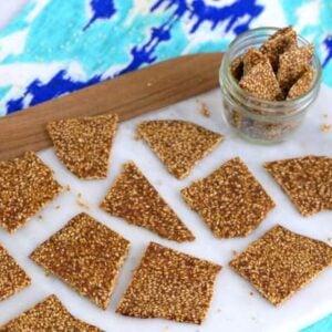 sesame brittle candy, sesame seed brittle, crunchy sesame seed brittle, sesame seed candy, thin sesame brittle, sesame seed snacks, healthy candy recipes, easy vegan candy recipes, natural candy recipes