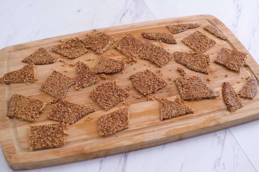 Healthy sesame brittle, sesame seed brittle, thin sesame brittle, sesame seed candy, honey sesame seed candy, healthy candy recipes, easy vegan candy recipes