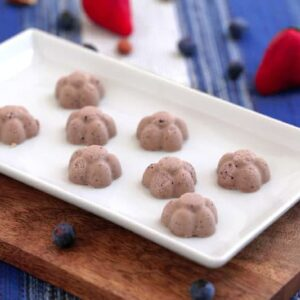 Blueberry & Strawberry Fat Bombs, berry fat bomb recipe, easy blueberry fat bombs, coconut oil fat bombs, blueberry fat bombs keto, keto blueberry fat bombs recipe, fat bombs with coconut oil, keto blueberry coconut fat bombs, blueberry fat bombs, blueberry fat bomb recipe