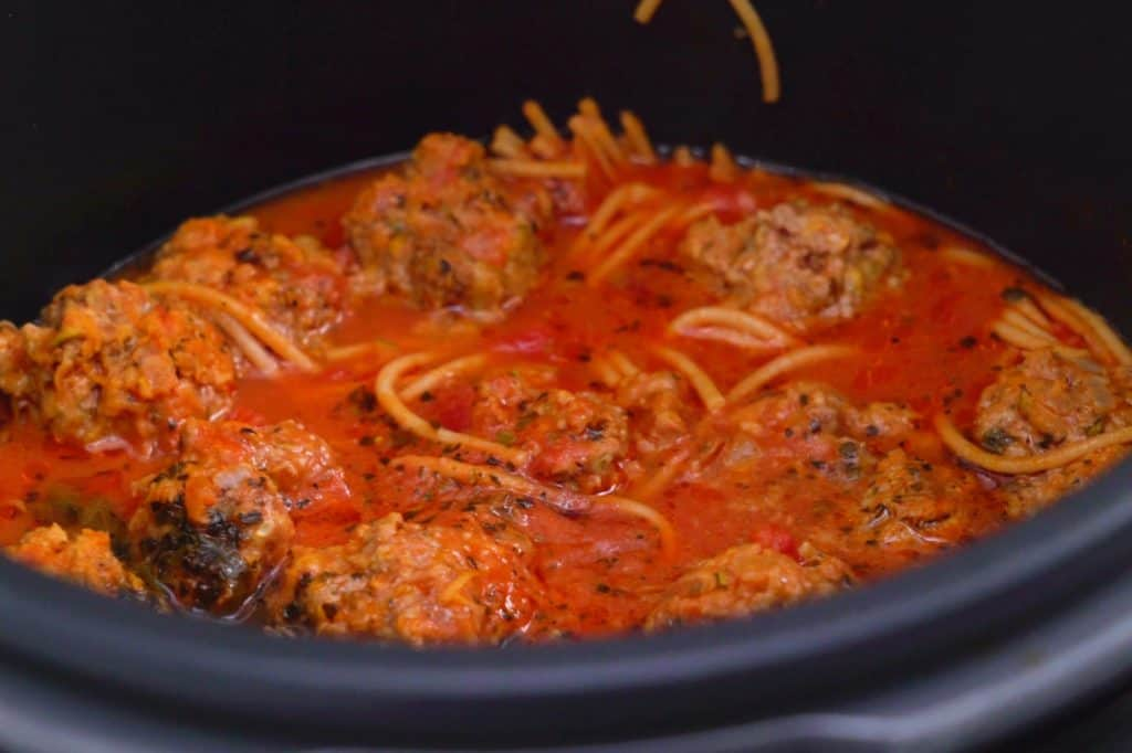 Pressure cooker spaghetti, instant pot dinners, spaghetti instant pot, instant pot spaghetti and meatballs, instant pot meatballs, how to cook spaghetti in instant pot, instant pot pressure cooker recipes