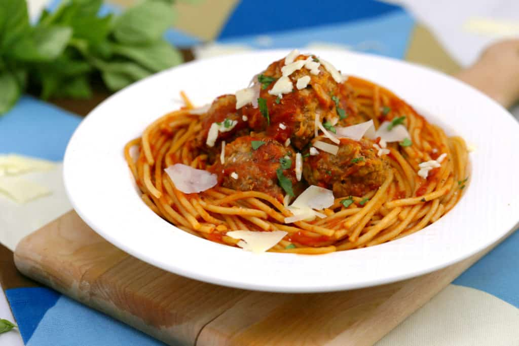 Easy instant pot spaghetti and meatballs, pressure cooker pasta, instant pot meatballs, healthy instant pot recipes, instant pot spaghetti recipe, cooking spaghetti in instant pot, how to make spaghetti in instant pot, easy instant pot dinners