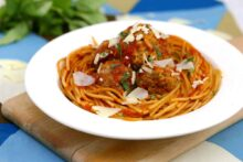 Instant pot spaghetti and meatballs, instant pot spaghetti, pressure cooker pasta, instant pot pasta recipes, easy instant pot recipes, instant pot dinners, spaghetti and meatballs instant pot, how to cook spaghetti in instant pot, easy instant pot spaghetti
