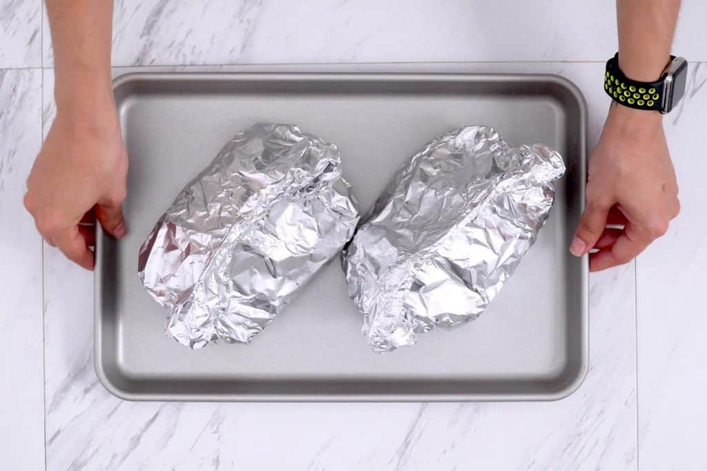 How to make foil packet dinners in the oven, foil packet, meal prep dinner ideas, healthy dinner ideas for two, healthy meal prep, easy camping dinners, foil packet vegetables oven