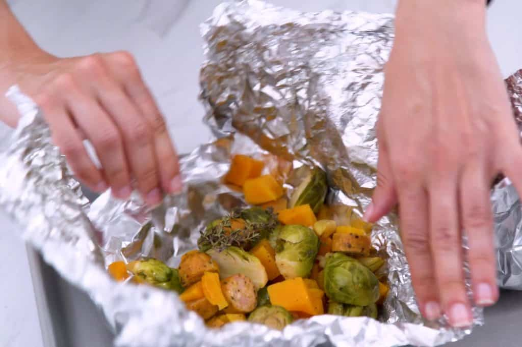Make ahead foil packet dinners, foil dinners, foil packets in the oven, sheet pan dinners, easy foil dinners, healthy meals for dinner, easy meal prep, vegetable foil packets, foil meals in oven