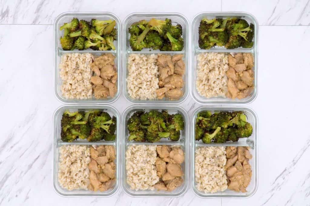 Healthy sesame chicken bowl, honey sesame chicken meal prep, work lunch meal prep, chicken meal prep ideas, sesame chicken rice bowl, easy chicken and broccoli recipes, chicken bowl recipe, food prep ideas, easy healthy recipes