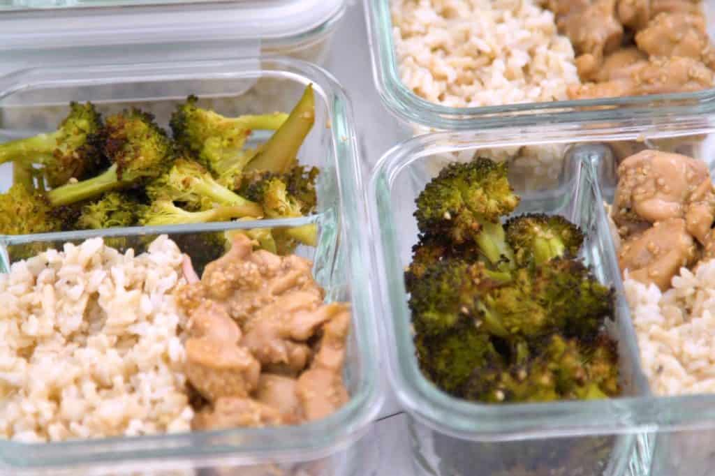 Healthy sesame chicken and broccoli meal prep, sesame chicken meal prep recipe, honey sesame chicken lunch bowls, meal prep lunch ideas, how to make chicken and broccoli, chicken and rice meal prep