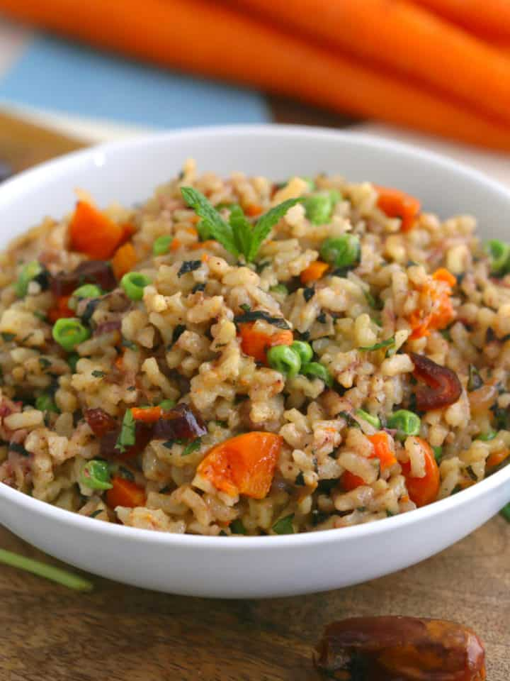 Instant Pot Risotto Recipe, vegetable risotto, healthy risotto, risotto instant pot, how to make risotto, instant pot recipes, best instant pot recipes, healthy instant pot recipes, instant pot dinners, instant pot meals, vegan pressure cooker recipes, spring vegetable risotto