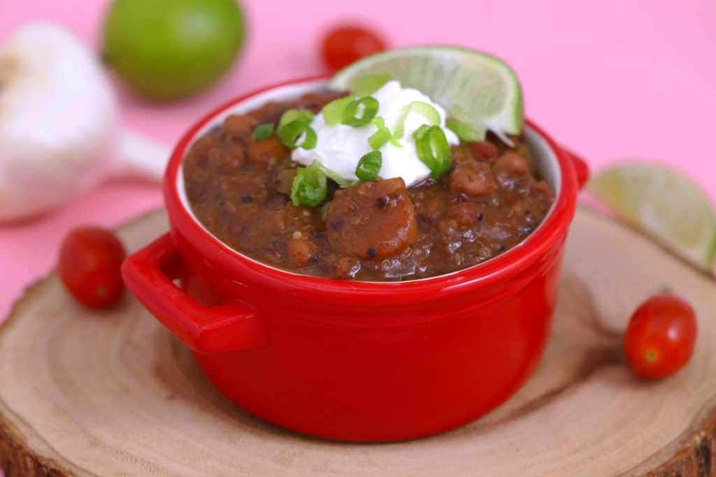 Healthy slow cooker vegetarian chili, vegan chili slow cooker, healthy vegetarian dinner, slow cooker chili with dried beans, crock pot vegetarian chili, easy vegetarian chili recipe, chili recipe slow cooker, vegetarian meal prep recipes, healthy dinner ideas, weekly meal prep