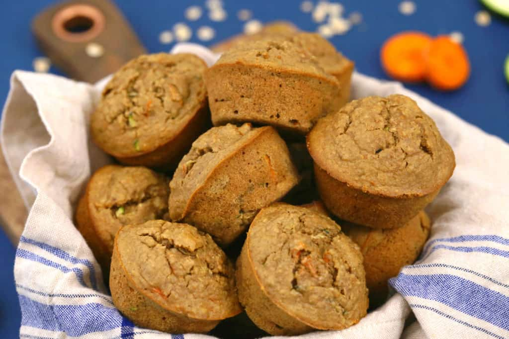 Oatmeal zucchini carrot muffins, zucchini bread muffins, easy breakfast muffins, gluten free muffins, healthy breakfast muffin recipe, carrot muffins, healthy zucchini muffins with applesauce, healthy breakfast meal prep
