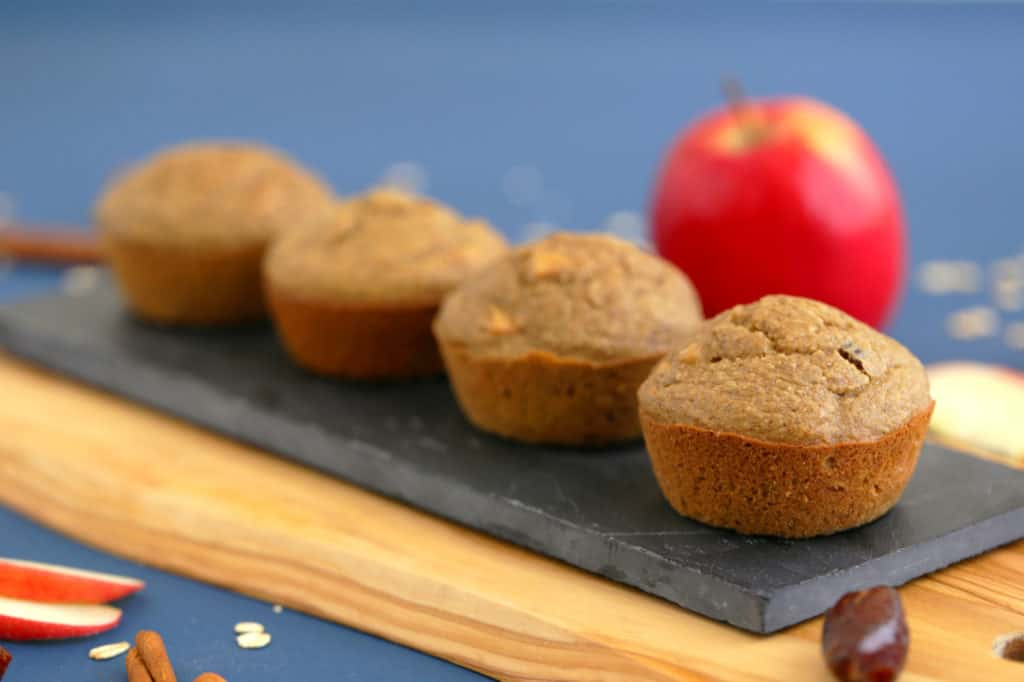 Healthy oatmeal blender muffins, healthy apple muffins, apple oatmeal muffins, apple cinnamon muffins, gluten free apple muffins, oatmeal muffins no flour, apple cinnamon oatmeal muffins, healthy breakfast blender muffins, how to make oatmeal muffins without flour