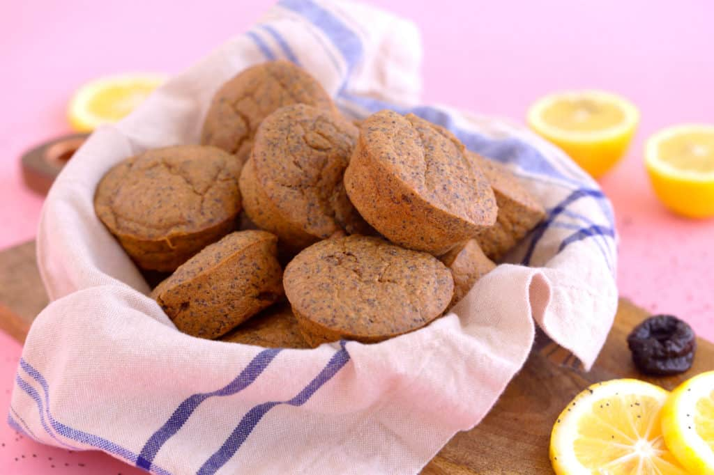 Healthy oatmeal blender muffins, healthy lemon poppy seed muffins, gluten free lemon muffins, poppy seed muffins, gluten free blender muffins, how to make healthy muffins without flour, easy healthy oatmeal muffins, gluten free lemon poppy seed muffins