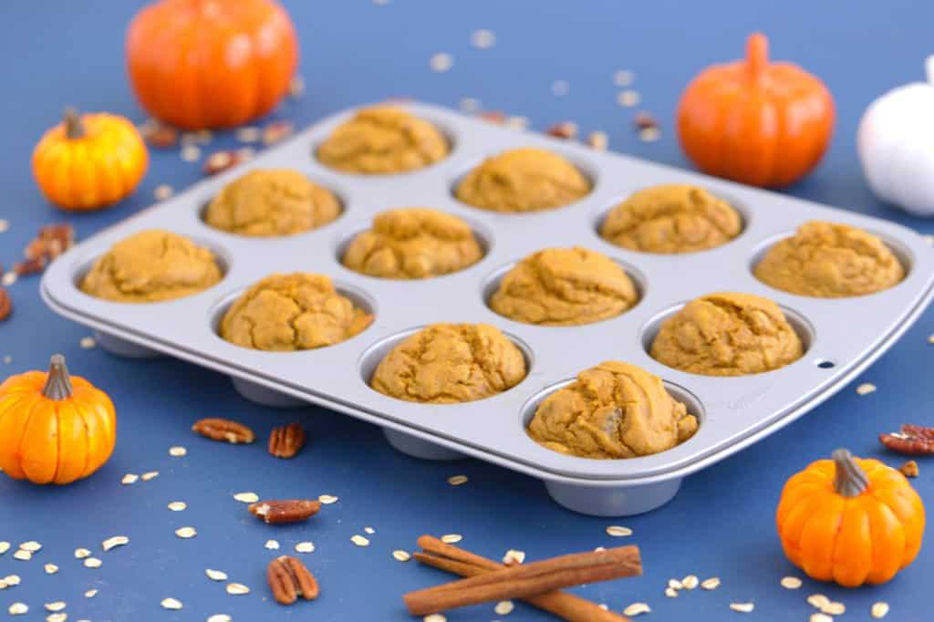 Flourless oatmeal blender muffins, healthy pumpkin muffins, gluten free pumpkin muffins, pumpkin oatmeal muffins, healthy blender muffins, flourless pumpkin muffins, pumpkin oat muffins, flourless oatmeal muffins, easy pumpkin muffins, blender breakfast muffins