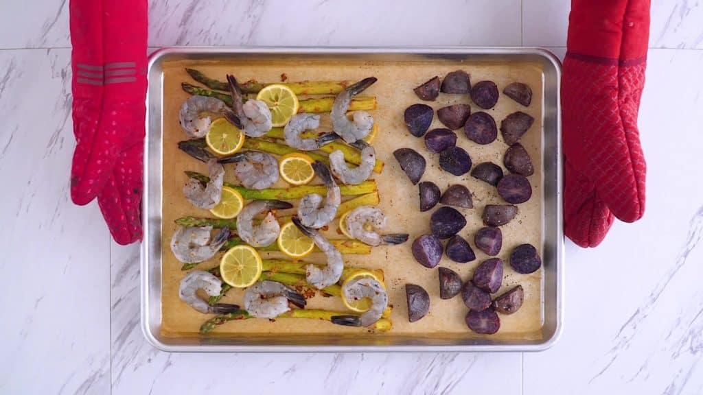 Sheet pan shrimp and asparagus recipe, lemon garlic shrimp, how to bake shrimp, healthy shrimp dinner, healthy sheet pan meals, easy baked shrimp, sheet pan shrimp and vegetables, fresh shrimp recipes