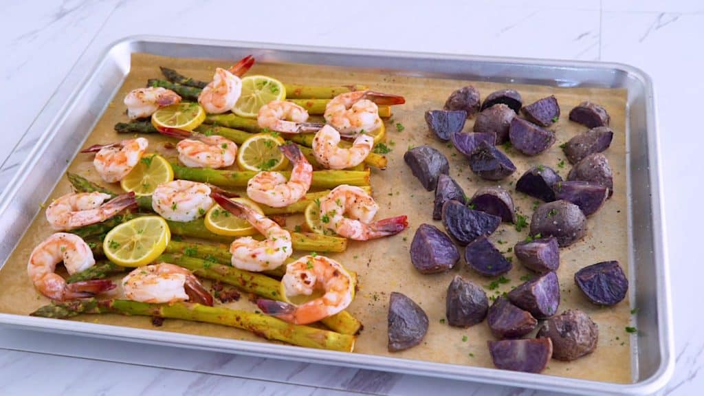 Sheet pan shrimp and asparagus with potatoes, easy oven baked shrimp, healthy sheet pan meals, raw shrimp recipes, easy weeknight meals, lemon garlic shrimp, healthy shrimp dinner, sheet pan shrimp recipes