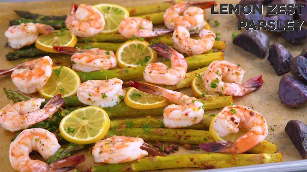 Sheet pan shrimp and asparagus with potatoes, easy sheet pan meals, shrimp dinner ideas, healthy dinners for two, easy oven baked shrimp, healthy one pan meals, shrimp sheet pan, shrimp with asparagus and lemon