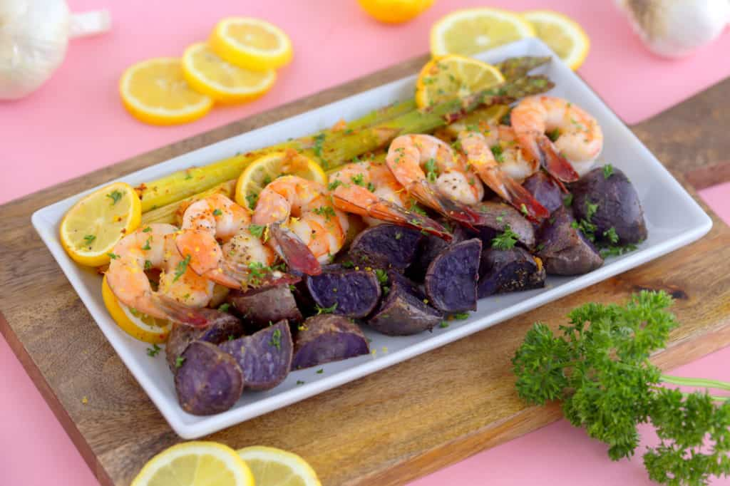 Sheet pan shrimp and asparagus recipe, oven baked shrimp, raw shrimp recipes, sheet pan meals, shrimp dinner recipes, healthy dinners for two, lemon garlic shrimp recipe, shrimp sheet pan dinner, pan shrimp