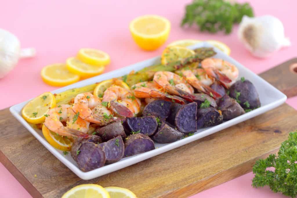 Sheet pan shrimp and asparagus recipe, shrimp sheet pan dinner, healthy one pan meals, shrimp dinner ideas, oven baked shrimp, healthy dinners for two, easy healthy dinner ideas, sheet pan suppers