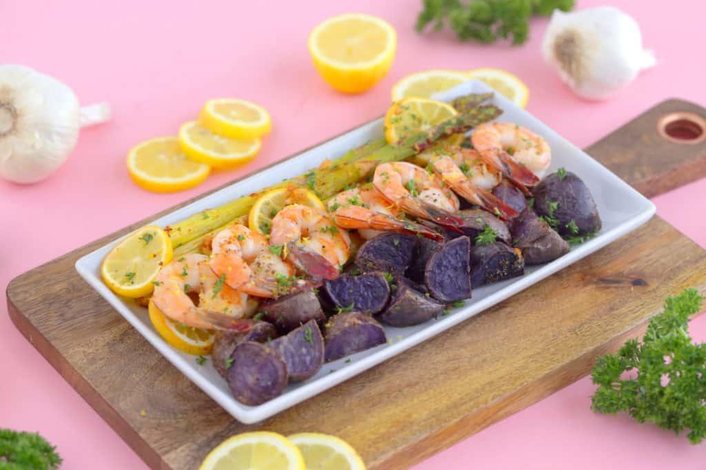 Lemon garlic sheet pan shrimp and asparagus, sheet pan shrimp dinner, healthy dinner ideas, healthy sheet pan dinners, shrimp sheet pan, shrimp and vegetables, easy shrimp dinner recipes, sheet pan suppers