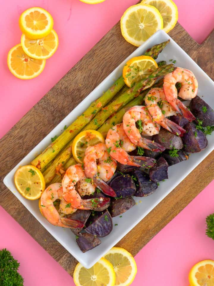 Sheet pan shrimp and asparagus, shrimp sheet pan dinner, lemon garlic shrimp, sheet pan recipes, healthy shrimp dinner, shrimp and vegetables, healthy dinners for two, easy baked shrimp, simple shrimp recipes, healthy one pan meals, quick healthy dinner