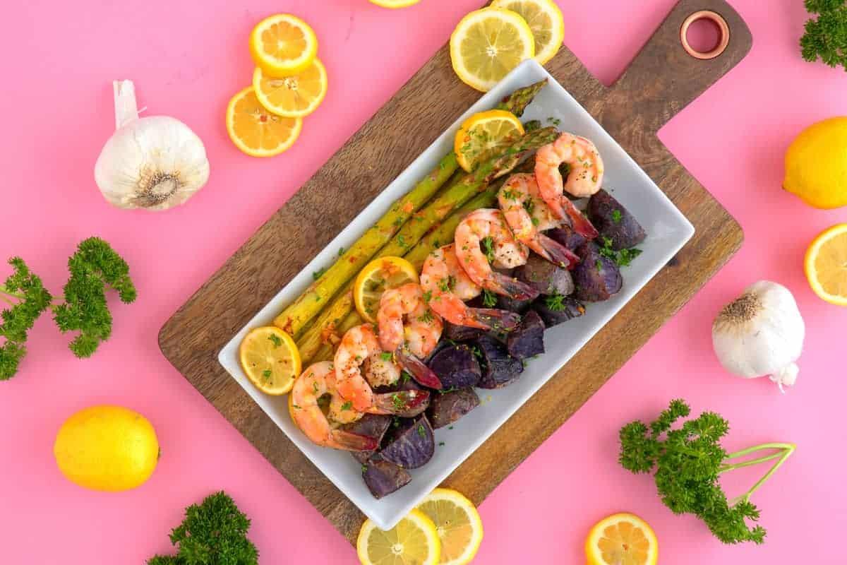 Sheet pan shrimp and asparagus, shrimp sheet pan dinner, lemon garlic shrimp, sheet pan recipes, healthy shrimp dinner, shrimp and vegetables, healthy dinners for two, easy baked shrimp, simple shrimp recipes, healthy one pan meals, quick healthy dinner
