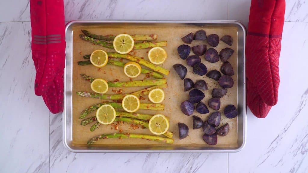 Healthy sheet pan shrimp and asparagus dinner, sheet pan recipes, baked shrimp and asparagus recipe, one sheet pan shrimp, easy shrimp dinner, shrimp and asparagus dish, easy oven baked shrimp