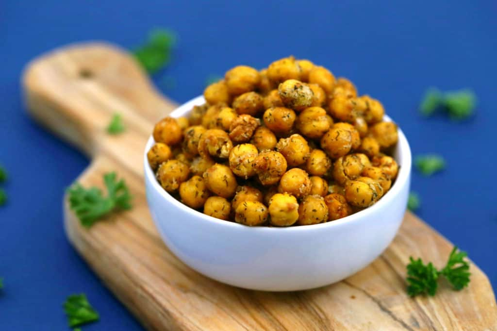 Ranch Roasted Chickpeas Snack, crispy chickpeas, roasted chickpeas with ranch seasoning, chickpea snacks, how to make crunchy chickpeas, roasted chickpeas from can, easy healthy snacks, healthy travel snacks, roasted chickpeas recipe, oven roasted garbanzo beans