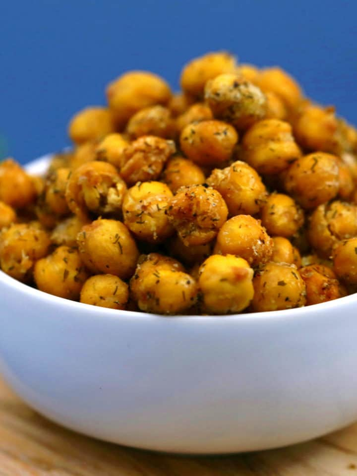 Ranch Roasted Chickpeas, roasted chickpeas, crispy chickpeas, ranch chickpeas, roasted chickpeas snack, how to make roasted chickpeas, roasted canned chickpeas, crunchy chickpeas, healthy snack ideas, travel snacks, healthy vegan snacks
