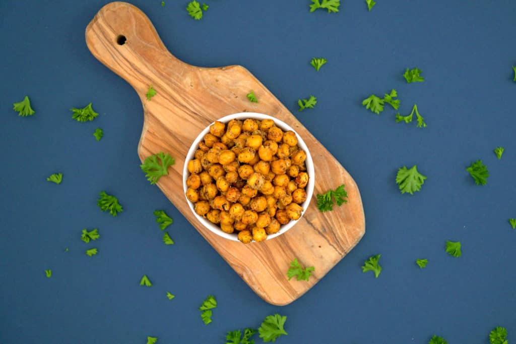 Crispy Ranch Roasted Chickpeas, roasted chickpeas, crispy ranch chickpeas, how to make roasted chickpeas, how to make crispy chickpeas, crunchy chickpeas, healthy road trip snacks, toasted chickpeas, crunchy garbanzo beans, healthy vegan snacks