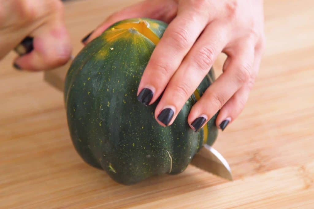 How to Prepare Acorn Squash to Roast