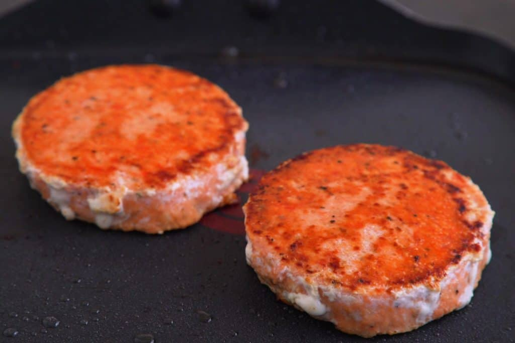How to Cook Salmon Burgers on Stove